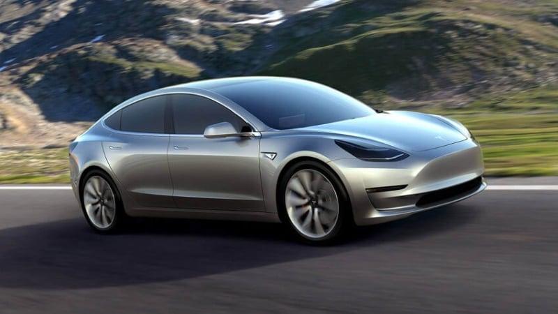 Tesla Steps Up Auto Service as Model 3 Debut Nears