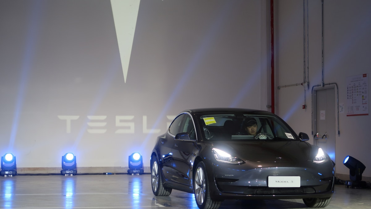 Tesla Delivers First China-Made Model 3 in Just Under a Year