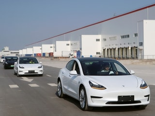 US Agency Examining Sudden Acceleration Complaints Involving 500,000 Tesla Vehicles