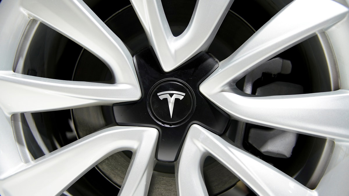 Tesla Upgrades Model S, Model X Cars, Brings Back Cheaper Variants