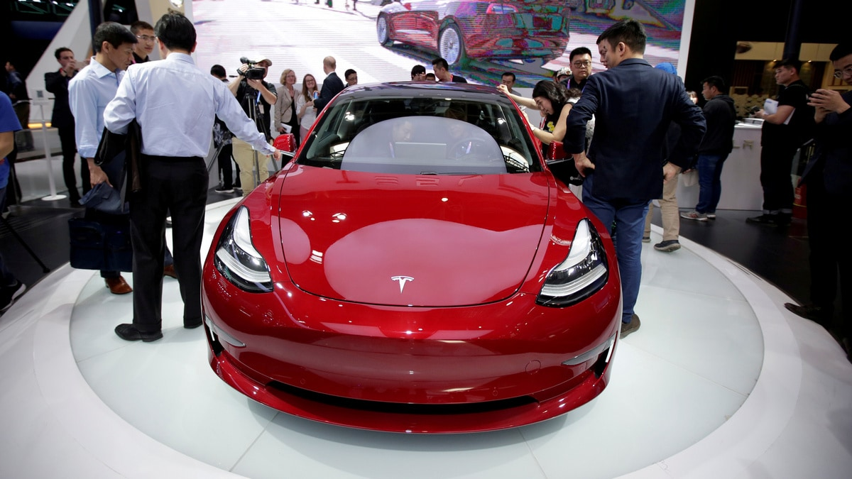 Tesla's Lane-Changing Feature Less Competent Than Human Driver: Consumer Reports