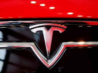 Tesla Invited by Maharashtra After Elon Musk Hints Entry Into India