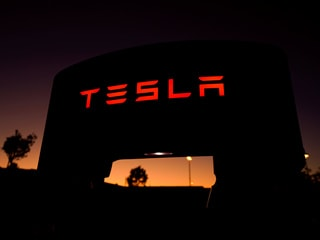 Government Said to Plan Incentives to Bring In Foreign Manufacturers Such as Tesla