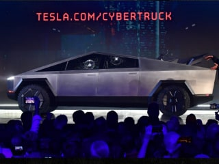 Tesla Suffers Broken Glass Mishap During Chaotic Cybertruck Launch