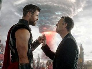 Thor: Ragnarok Is a Joyous Romp That Makes Thor Fun