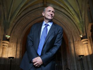 World Wide Web Inventor Tim Berners-Lee Calls Dominance of Internet Giants a 'Fad'