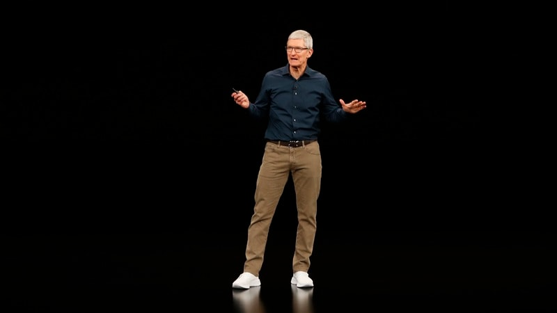 Amid Trade War and Spying Claims, Apple CEO Turns on the Charm in China