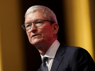 Tim Cook Sees Pay Decrease Along With Apple Performance