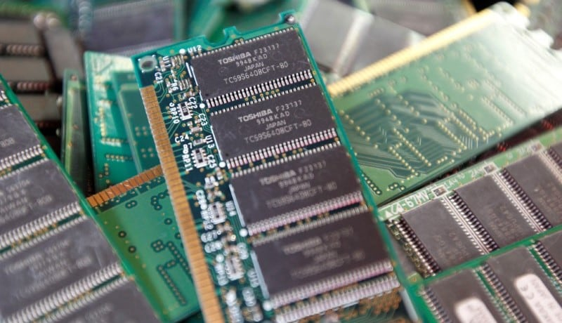 Toshiba to sell chip unit to Bain team