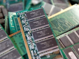 Toshiba Prepares to Formalise Chip Unit Sale to Bain Capital, Rejected Suitor Steps Up Legal Action