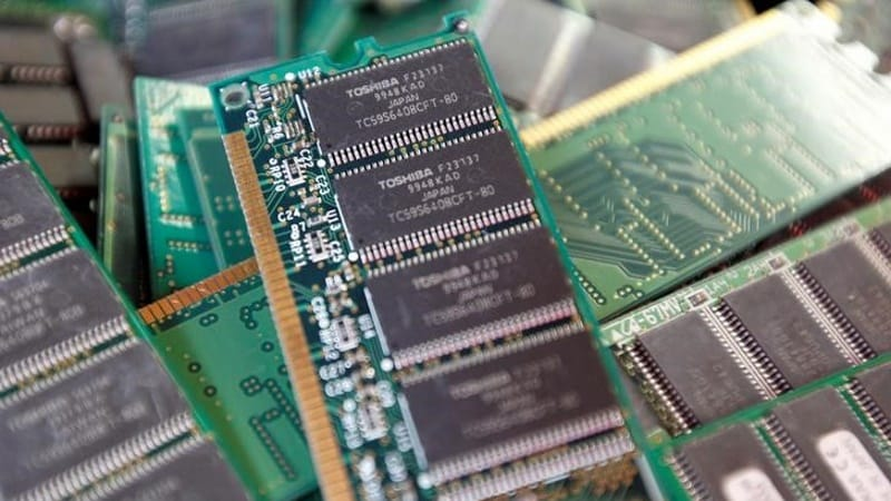 Apple, Amazon, Google Said to Join Bidding for Toshiba Chip Unit