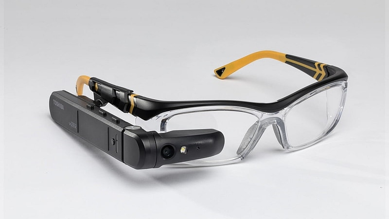 Toshiba's DynaEdge AR Smart Glasses Are Powered by Windows 10