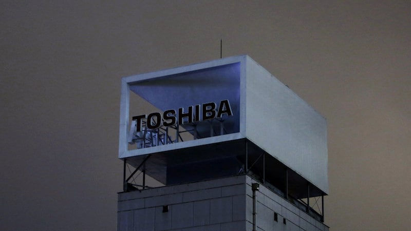 Toshiba Ups Ante in Chip Unit Sale With Attack on Western Digital