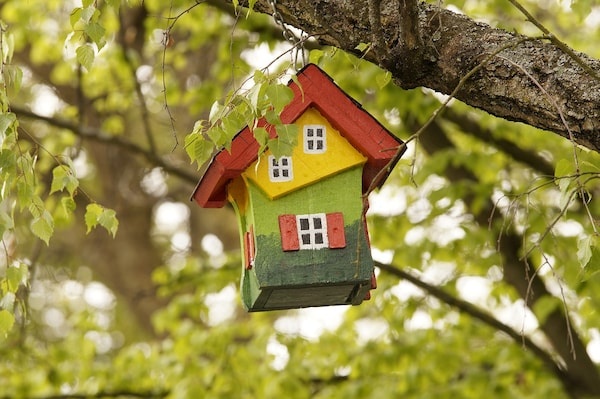 Get These Beautiful Bird Houses For Your Chirpy Friends