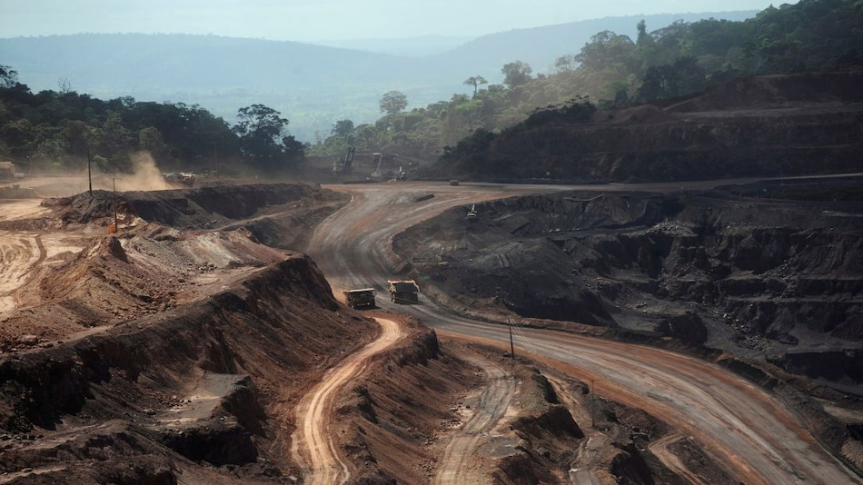 Self-Driving Trucks Launched by Brazil's Vale at Its Largest Iron Mine Carajas