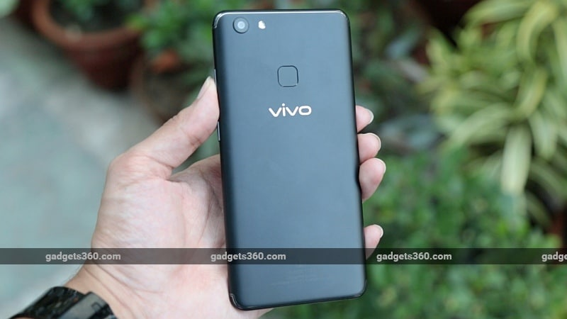 vivo v7 plus back gadgets 360