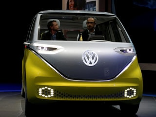 Volkswagen Looks at Apple for Electric-Car Design Guidance