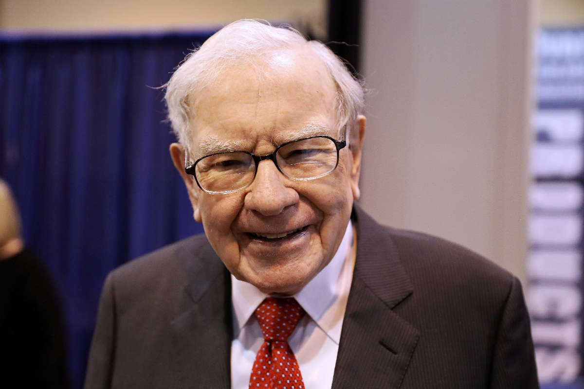Warren Buffet Ditches His Flip Feature Phone, Switches to a Smartphone - the iPhone 11