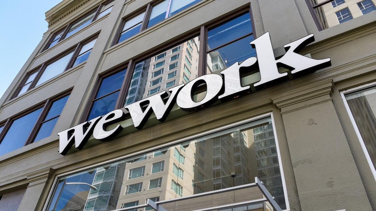 WeWork, Giám đốc điều hành cũ Neumann, Softbank bị kiện IPO