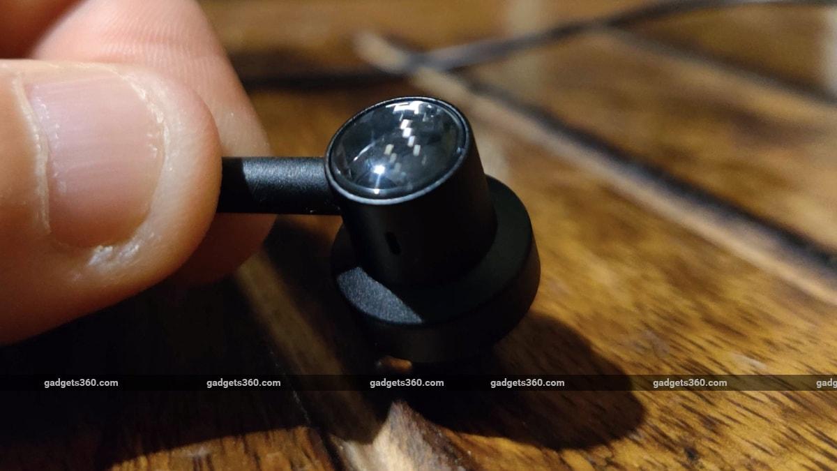 xiaomi mi dual driver earphones review texture Xiaomi