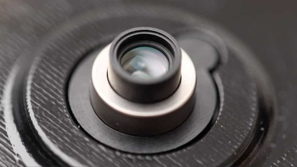 Xiaomi Unveils a Retractable Wide-Aperture Lens Technology for Future Phones